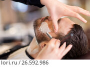 Купить «man and barber with straight razor shaving beard», фото № 26592986, снято 6 апреля 2017 г. (c) Syda Productions / Фотобанк Лори