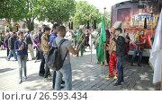 Купить «ISTANBUL, TURKEY, JUNE 3 2017: Street performance by National theater group», видеоролик № 26593434, снято 3 июня 2017 г. (c) Илья Насакин / Фотобанк Лори