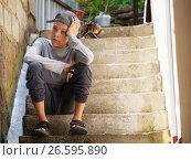Купить «Грустный мальчик», фото № 26595890, снято 22 мая 2016 г. (c) Гладских Татьяна / Фотобанк Лори