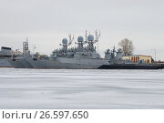 SAINT PETERSBURG, RUSSIA - JANUARY 25, 2017: Small anti-submarine ships of the Baltic Navy in winter parking on a gloomy January day. Kronstadt. Стоковое фото, фотограф Виктор Карасев / Фотобанк Лори
