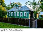Купить «Московская область, традиционный русский деревенский дом», фото № 26607258, снято 29 июня 2017 г. (c) glokaya_kuzdra / Фотобанк Лори