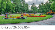 Посадка цветов в краснопресненском сквере, фото № 26608854, снято 11 июня 2017 г. (c) Виктор Тараканов / Фотобанк Лори