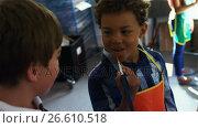 Smiling schoolboys panting on canvas. Стоковое видео, агентство Wavebreak Media / Фотобанк Лори
