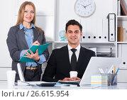Manager giving instruction. Стоковое фото, фотограф Яков Филимонов / Фотобанк Лори