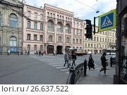 Купить «Санкт-Петербург, Литейный проспект, пешеходный переход у дома 40», эксклюзивное фото № 26637522, снято 21 мая 2017 г. (c) Дмитрий Неумоин / Фотобанк Лори
