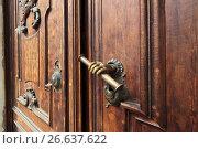 Купить «Ручка двери римско-католического храма на Невском проспекте, город Санкт-Петербург», эксклюзивное фото № 26637622, снято 21 мая 2017 г. (c) Дмитрий Неумоин / Фотобанк Лори