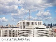 Купить «Вышка с антеннами и передатчиками на здании Министерства Обороны», фото № 26640426, снято 28 июня 2017 г. (c) Victoria Demidova / Фотобанк Лори