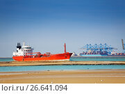 Tanker at the commercial loading dock of Le Havre (2016 год). Стоковое фото, фотограф Сергей Новиков / Фотобанк Лори