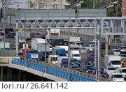 Купить «Третье транспортное кольцо в районе Новоандреевского автомобильного моста через Москву-реку», фото № 26641142, снято 20 июня 2017 г. (c) Александр Замараев / Фотобанк Лори