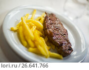 entrecote with potato chips. Стоковое фото, фотограф Яков Филимонов / Фотобанк Лори