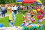 Продавец надувных игрушек, фото № 26642158, снято 17 июня 2017 г. (c) Акиньшин Владимир / Фотобанк Лори