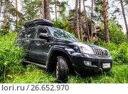 Купить «Toyota Land Cruiser Prado 120», фото № 26652970, снято 8 июля 2017 г. (c) Art Konovalov / Фотобанк Лори