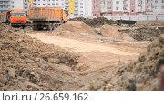 Dump trucks working on a construction site. Стоковое видео, видеограф worker / Фотобанк Лори