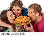 Купить «Hamburger fast food in people friends hands .», фото № 26661638, снято 15 октября 2015 г. (c) Gennadiy Poznyakov / Фотобанк Лори