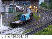 Купить «Freight railroad train with bowls of molten metallurgical slag.», фото № 26664138, снято 16 июня 2017 г. (c) Андрей Радченко / Фотобанк Лори