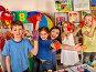 Small students girl finger painting in art school class., фото № 26666618, снято 25 марта 2017 г. (c) Gennadiy Poznyakov / Фотобанк Лори