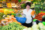 Mature woman buying fresh vegetables, фото № 26679606, снято 10 марта 2017 г. (c) Яков Филимонов / Фотобанк Лори