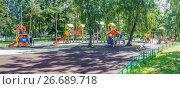 """Купить «Панорама детской площадки в парке """"Березовая роща"""" на севере Москвы на улице Куусинена», эксклюзивное фото № 26689718, снято 20 июля 2017 г. (c) Виктор Тараканов / Фотобанк Лори"""