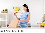 Купить «happy pregnant woman eating pizza at home kitchen», фото № 26694286, снято 13 марта 2017 г. (c) Syda Productions / Фотобанк Лори