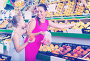 woman with child buying fruits, фото № 26711338, снято 28 июля 2017 г. (c) Яков Филимонов / Фотобанк Лори