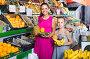 woman with child buying fruits, фото № 26711354, снято 28 июля 2017 г. (c) Яков Филимонов / Фотобанк Лори