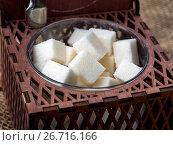 Купить «Кубики сахара в коричневой деревянной резной сахарнице», фото № 26716166, снято 4 июня 2017 г. (c) Вячеслав Палес / Фотобанк Лори