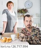 Купить «Mother and son arguing», фото № 26717994, снято 29 февраля 2020 г. (c) Яков Филимонов / Фотобанк Лори