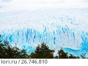 Купить «Vertical edge of glacier Perito Moreno», фото № 26746810, снято 2 февраля 2017 г. (c) Яков Филимонов / Фотобанк Лори
