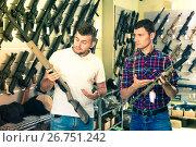 Купить «Men choosing air weapon», фото № 26751242, снято 4 июля 2017 г. (c) Яков Филимонов / Фотобанк Лори