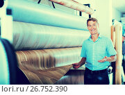 male customer choosing linoleum flooring. Стоковое фото, фотограф Яков Филимонов / Фотобанк Лори