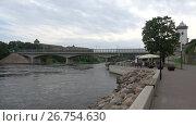 Купить «Вид на набережную Променад, реку Нарва и её левый берег. Эстония», видеоролик № 26754630, снято 12 августа 2017 г. (c) Виктор Карасев / Фотобанк Лори
