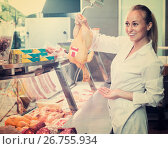 Купить «woman selling fresh chicken», фото № 26755934, снято 21 августа 2019 г. (c) Яков Филимонов / Фотобанк Лори