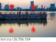 Купить «Вечерние сумерки на пристани влюбленных. Дананг, Вьетнам», фото № 26756154, снято 5 января 2016 г. (c) Виктор Карасев / Фотобанк Лори