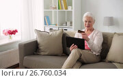 Купить «senior woman with tablet pc and credit card», видеоролик № 26760034, снято 20 октября 2018 г. (c) Syda Productions / Фотобанк Лори