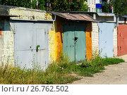 Купить «Brick garages with metal gates of garage cooperative», фото № 26762502, снято 14 августа 2017 г. (c) Володина Ольга / Фотобанк Лори