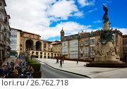 Купить «Virgen Blanca Square (Andre Maria Zuriaren plaza). Vitoria-Gasteiz», фото № 26762718, снято 21 апреля 2016 г. (c) Яков Филимонов / Фотобанк Лори