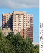 Двадцатипятиэтажный двухподъездный монолитно-кирпичный жилой дом, построен в 2010 году. Жилой комплекс «Кронштадтский». Кронштадтский бульвар, 49, корпус 1. Головинский район. Москва (2017 год). Стоковое фото, фотограф lana1501 / Фотобанк Лори