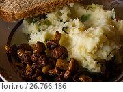 Купить «Жареные опята с картофелем и ржаным хлебом», фото № 26766186, снято 23 сентября 2008 г. (c) Игорь Камаев / Фотобанк Лори