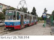 Купить «Трамвай на улице Фрунзе в городе Евпатории, Крым», фото № 26768914, снято 19 июля 2017 г. (c) Николай Мухорин / Фотобанк Лори
