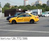Купить «Желтый автомобиль такси. Сигнальный проезд. Район Отрадное. Москва», эксклюзивное фото № 26772586, снято 19 августа 2017 г. (c) lana1501 / Фотобанк Лори