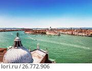 Купить «Вид на Венецианскую лагуну и Венецию с колокольни собора Сан Джорджио Маджоре», фото № 26772906, снято 16 апреля 2017 г. (c) Наталья Волкова / Фотобанк Лори