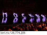 Третий III Международный фестиваль фейерверков Ростех в Братеевском каскадном парке в Москве (2017 год). Редакционное фото, фотограф Алексей Бок / Фотобанк Лори