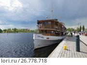 """Старинный пароход """"Paul Wahl"""" перед отплытием на экскурсию. Савонлинна, Финляндия (2017 год). Редакционное фото, фотограф Виктор Карасев / Фотобанк Лори"""