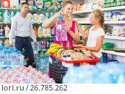 Купить «Smiling young woman and man with child choosing water», фото № 26785262, снято 11 июля 2017 г. (c) Яков Филимонов / Фотобанк Лори