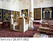 Купить «Первая синагога в Бухаре, Узбекистан. Интерьер зала праздничных богослужений», фото № 26811062, снято 19 октября 2016 г. (c) Юлия Бабкина / Фотобанк Лори