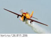 """Як-52 пилотажной группы """"Первый полет"""" выполняет пилотаж с дымами. Аэрошоу на аэродроме Орловка, эксклюзивное фото № 26811206, снято 19 августа 2017 г. (c) Alexei Tavix / Фотобанк Лори"""