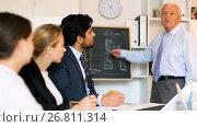 Купить «Mature boss is introducing subordinates in project on the meeting in the office.», видеоролик № 26811314, снято 5 июля 2017 г. (c) Яков Филимонов / Фотобанк Лори