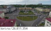 Купить «Полет вдоль проспекта Ленина к зданию железнодорожного вокзала. Петрозаводск», видеоролик № 26811354, снято 10 августа 2017 г. (c) Кекяляйнен Андрей / Фотобанк Лори
