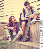 Teenager and his girlfriend with smartphones. Стоковое фото, фотограф Яков Филимонов / Фотобанк Лори