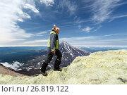 Купить «Девушка идет по кромке кратера Авачинского вулкана», фото № 26819122, снято 6 августа 2018 г. (c) А. А. Пирагис / Фотобанк Лори